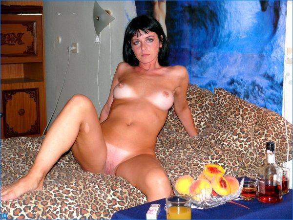 Молодая жена в ожидании секса
