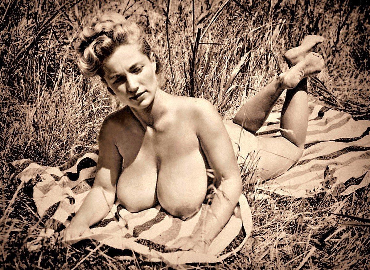 Обнаженное Фото Зрелых Ретро Женщин Большой Грудью