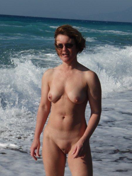 Обнаженные дамы на пляже