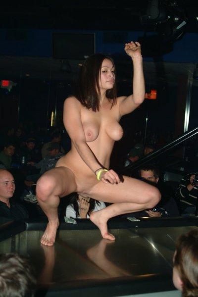 Голые девушки на публике