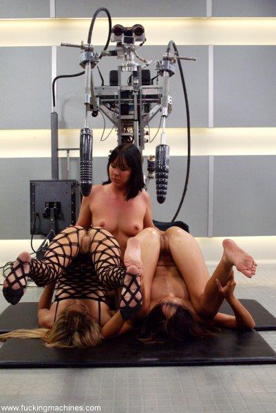 Заводные подружки и секс машина