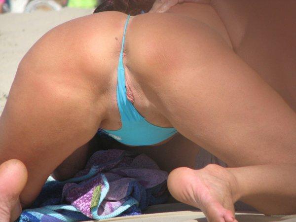 Засветы писек и сисек на пляже