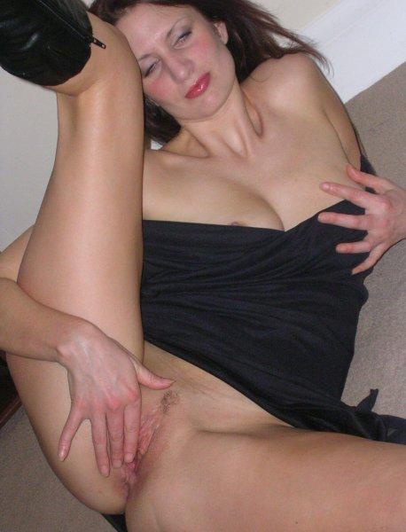 Чья то жена жаждет страстного секса