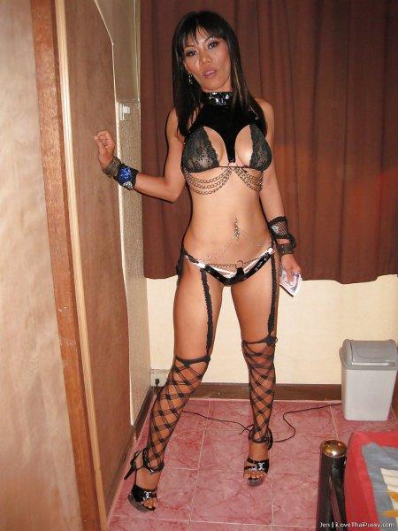 Сексуальная азиатка в эротическом белье