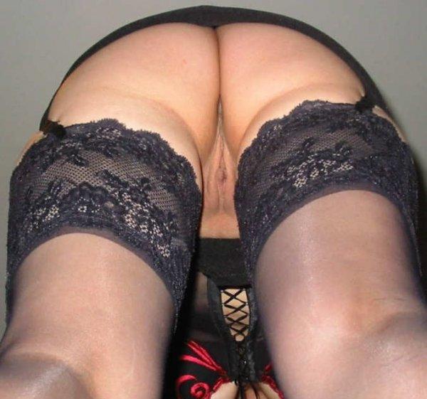 Под юбкой у зрелых дам
