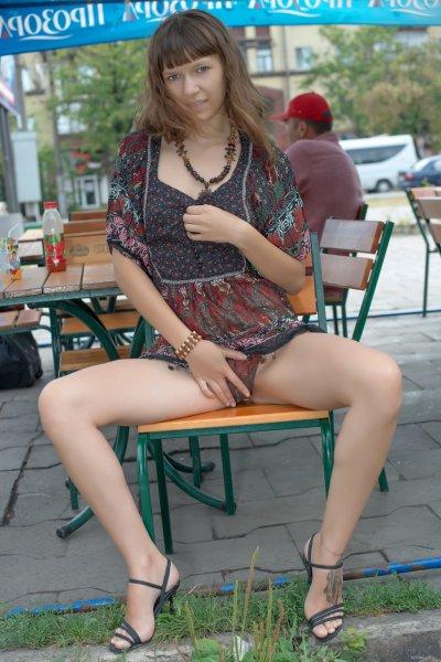 Молодая жена любит ходить без трусиков