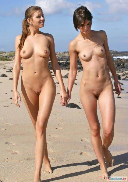 Бабы голышом на нудистском пляже
