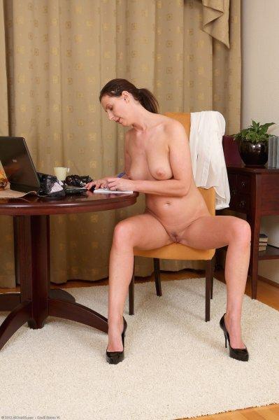Зрелая секретарша