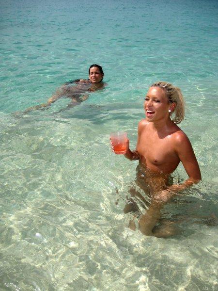 Ненасытные шлюшки на песчаном пляже