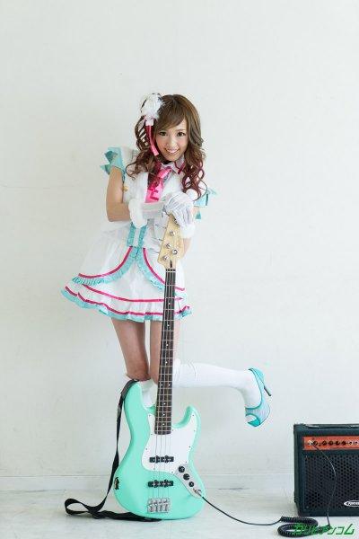 Asian cutie Megu Memesawa strips