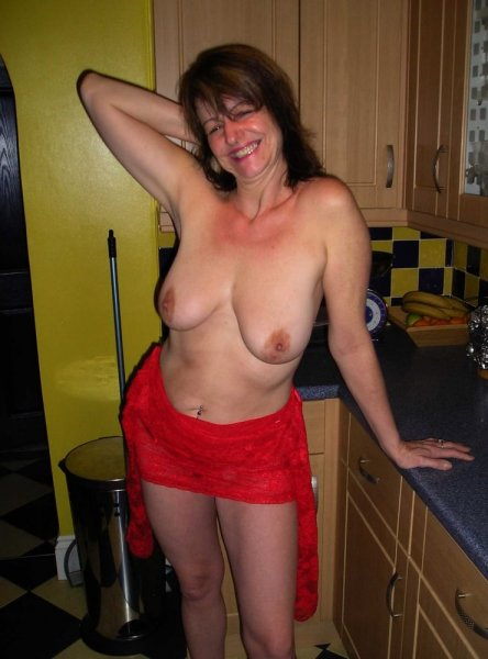 Жены любят позировать дома