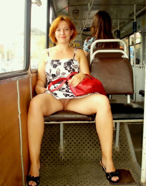 Без трусиков в транспорте