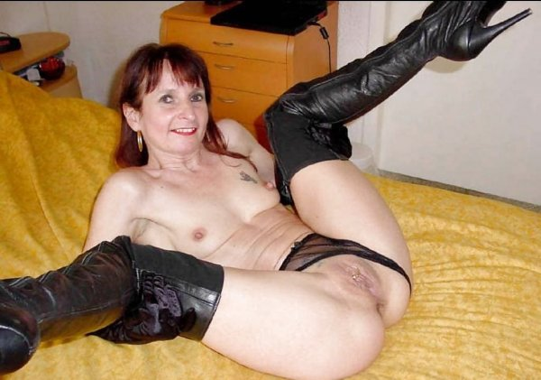 Красивые жены с раздвинутыми ножками
