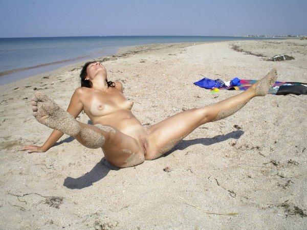 Нудисты на сексуальных пляжах позируют для вас