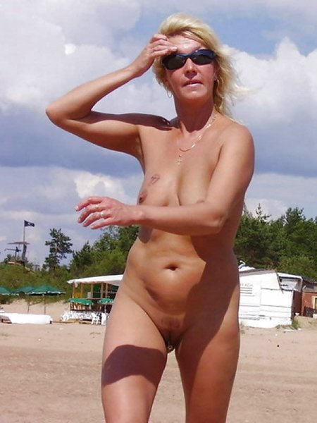 Blond Milf with her Pussy on the Beach