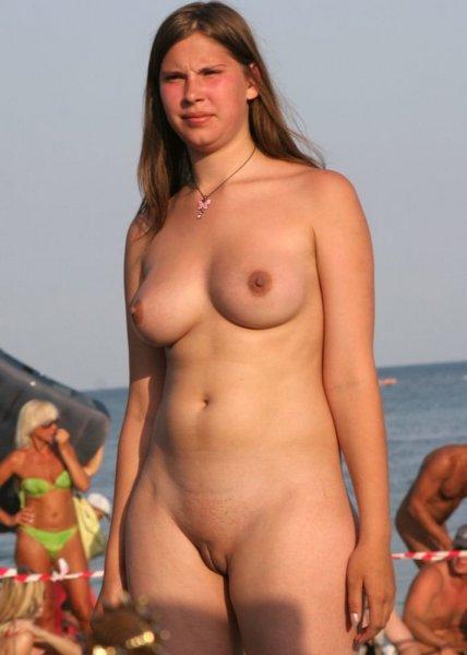 Обнаженные девушки на нудистских фото